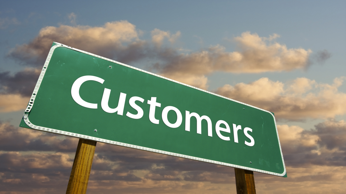 oliver-momeni-how-to-get-new-customers-interested-with-a-webinar